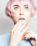 美好的女孩头发粉红色 库存照片