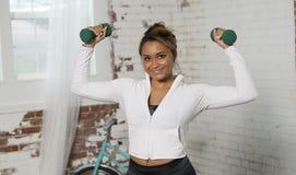 美好的女性健身模型在演播室解决 库存图片