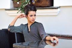 美好的女性模型室外时尚画象  免版税库存照片