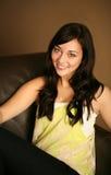 美好的女性设计微笑的年轻人 免版税图库摄影