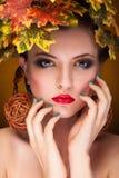 美好的妇女秋天概念画象  库存照片
