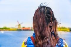 美好的妇女荷兰旅行 免版税库存照片