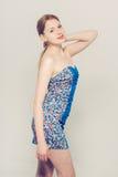 美好的妇女年轻灰色背景蓝色礼服 免版税库存图片