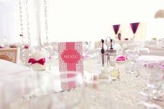 美好的婚礼装饰桌数字 库存图片