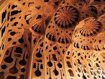 美好的密集的伊斯兰教的建筑学设计在伊斯法罕 免版税图库摄影