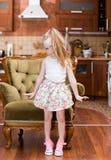 美好的小女孩跳舞在室中部  库存图片