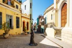美好的小殖民地正方形在哈瓦那旧城 库存照片