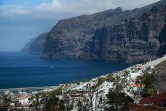 美好的山峰Los Gigantes在特内里费岛 横向山tenerife 库存照片
