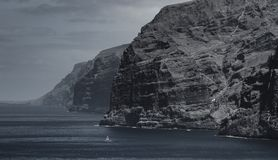 美好的山峰Los Gigantes在特内里费岛 横向山tenerife 免版税库存照片
