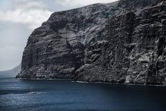 美好的山峰Los Gigantes在特内里费岛 横向山tenerife 库存图片