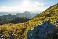 美好的山日落 库存图片