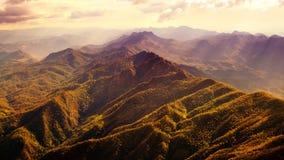 美好的山脉鸟瞰图  免版税库存图片