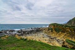 美好的岩层在和平海岛,基隆,台湾 免版税库存图片