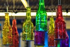 美好的工艺品五颜六色瓶垂悬 免版税库存照片