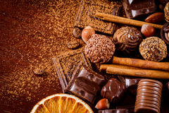 美好的巧克力、香料和坚果 免版税图库摄影