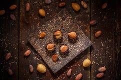 美好的巧克力果仁糖 免版税图库摄影