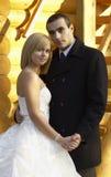美好的已婚夫妇在婚礼之日 在白色隔绝的婚礼夫妇 免版税库存图片