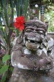 美好的巴厘语Dvarapala石雕象 库存照片