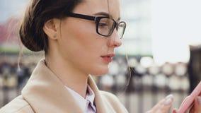 美好的年轻企业亚裔妇女 股票视频