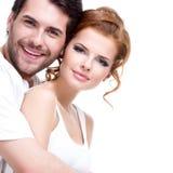 美好的微笑的夫妇特写镜头画象  免版税库存图片