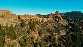 美好的惊人的风景在大加那利岛西班牙的视图和高原的空中寄生虫图象洛克Nublo岩层的与 图库摄影