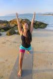 美好的执行的女子瑜伽 免版税图库摄影