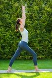 美好的执行的女子瑜伽 库存照片