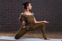 美好的执行的执行女孩瑜伽 图库摄影
