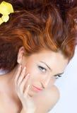 美好的接近的头发的夫人红色 免版税库存图片