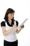 美好的文件签署的妇女年轻人 免版税库存图片