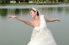美好的新娘舞蹈女孩褂子白色 免版税库存照片