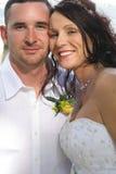 美好的新娘headshot丈夫垂直 免版税图库摄影
