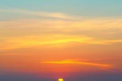 美好的日出和多云天空 免版税库存图片