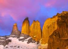 美好的日出在托里斯del潘恩国家公园,巴塔哥尼亚 库存图片