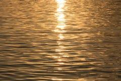 美好的日出在河 库存照片