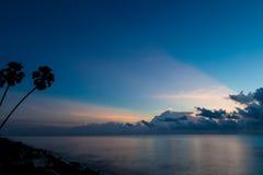 美好的日出海景和云彩 免版税图库摄影