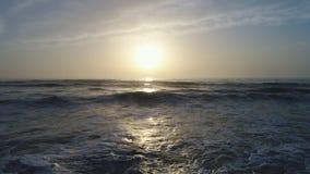美好的日出鸟瞰图在海的 股票视频
