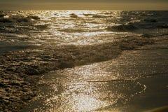 美好的日落全景在海洋的 库存图片