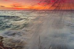 美好的日落和日出从mentawai海岛印度尼西亚,云彩,冲浪的区域,最佳的冲浪的地点戏剧 免版税库存图片