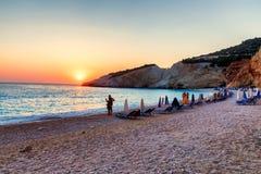 美好的日落在波尔图Katsiki海滩的海在莱夫卡斯州是 免版税库存图片