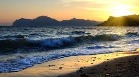 美好的日落在海运 免版税库存照片