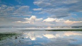 美好的日落在湖洱海 免版税库存图片