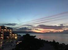 美好的日落在牙买加的加勒比海 免版税库存照片