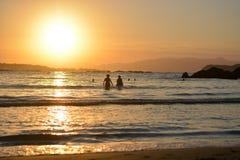 美好的日落在罗维尼,亚得里亚海的在克罗地亚 图库摄影
