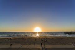 美好的日落在雷东多海滩 免版税库存图片