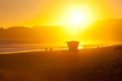 美好的日落海滩夏天场面 免版税库存图片