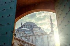美好的日落的苏莱曼尼耶清真寺 免版税库存照片