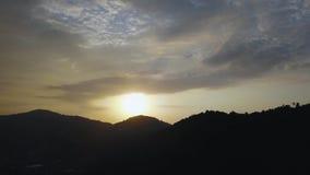 美好的日落空中寄生虫视图在普吉岛,泰国4k 股票录像