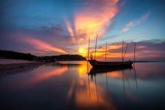 美好的日落自然背景 免版税库存图片