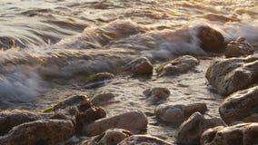 美好的日落金黄太阳的关闭在海 影视素材